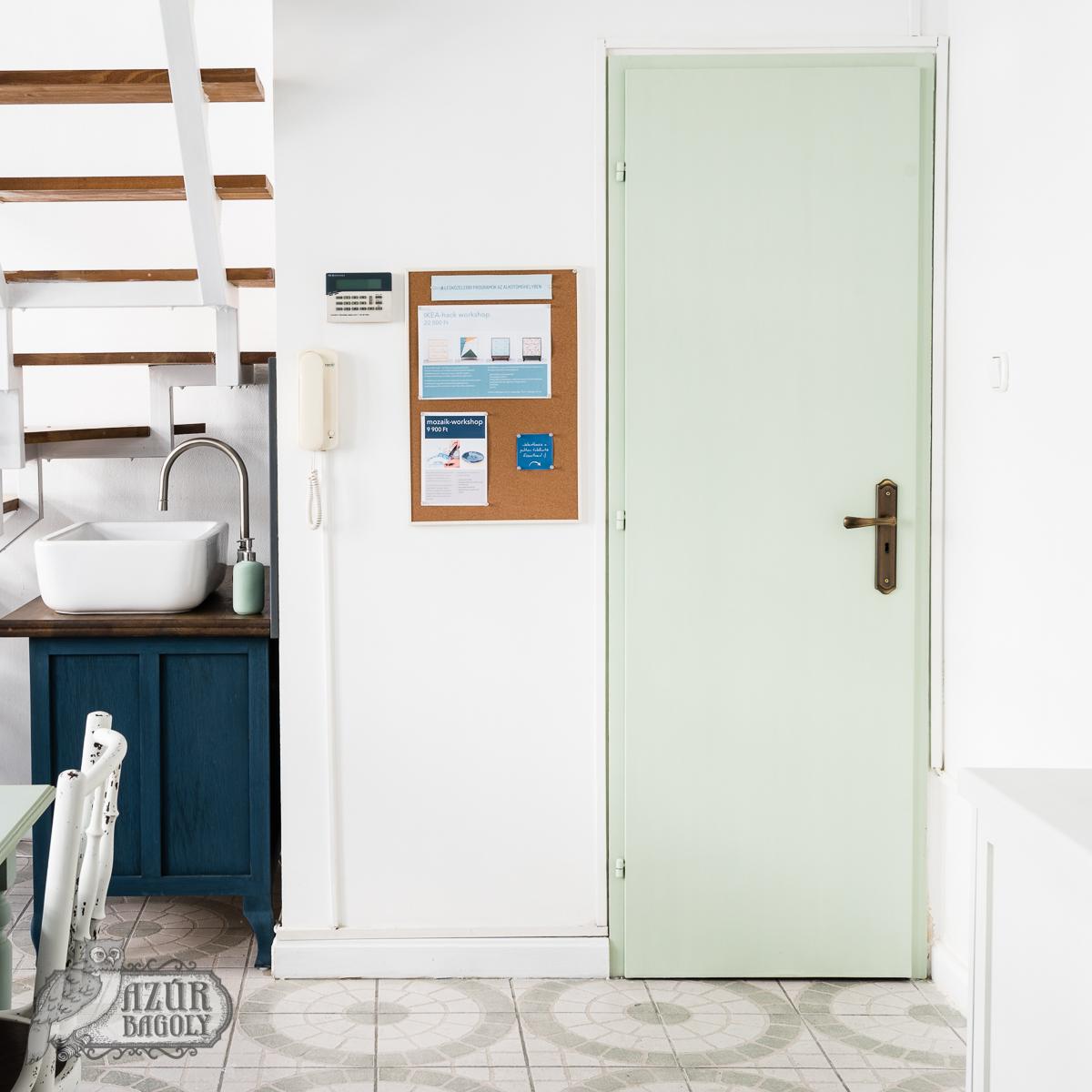 ajtófestés – ilyen lett – útmutató – ajtófelújítás házilag – hasznos tippek – Azúr Bagoly Tejfesték
