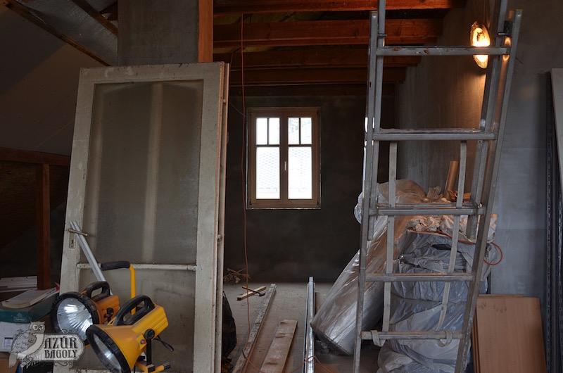 Padlástér, fürdőszoba ablak beépítve