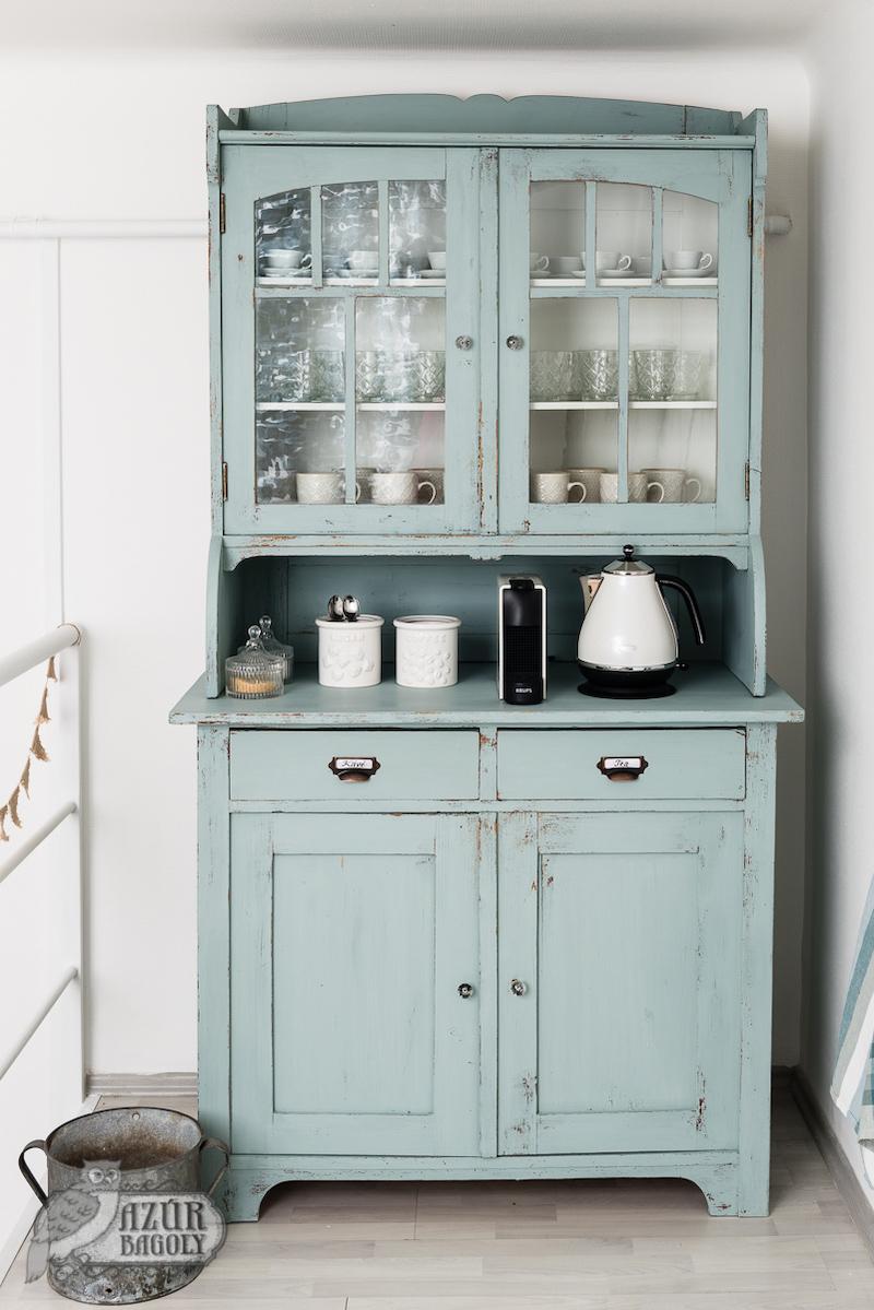 bútor felújítás ötletek – festett tálalószekrény Provence színben – Azúr Bagoly