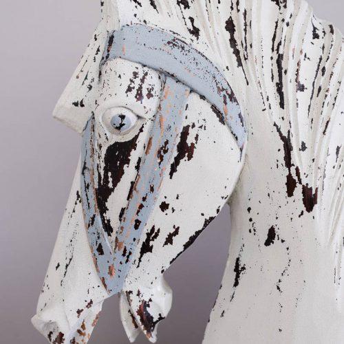 antikolás bútorfestés során – rusztikus felület – Azúr Bagoly Tejfesték