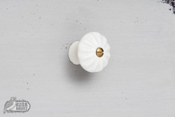 bútorgomb - porcelán - fokhagyma - dombormintás - parasztbútor